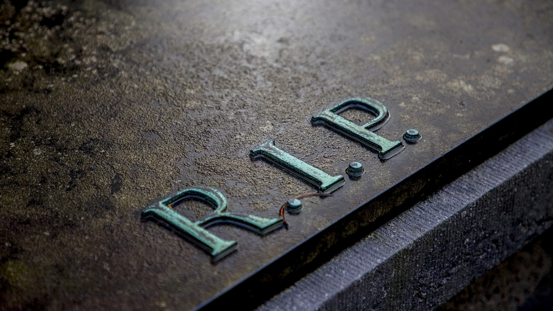 Quand utiliser l'acronyme RIP (Rest In Peace) ?